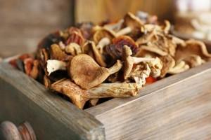 Как хранить сушеные грибы?